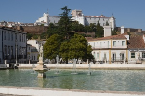Big fountain inthe center of town - pousada in the background